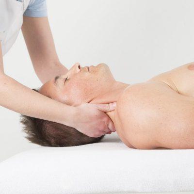 Massatge cervical contra la migranya
