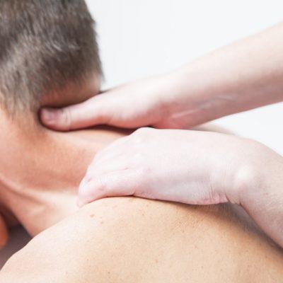Massatge craneal contra la migranya