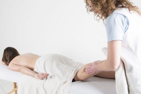 Tractament de relaxació i drenatge sangíni de cames.