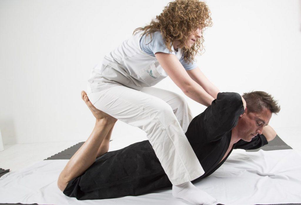 Sessió de massatge tailandés
